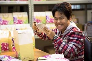 庇護工場-庇護員工製作果乾提物禮盒圖
