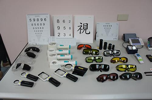 各種低視能輔具